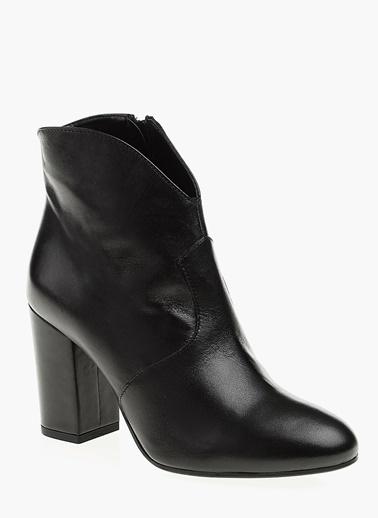 Divarese Kalın Topuklu Deri Bot Siyah